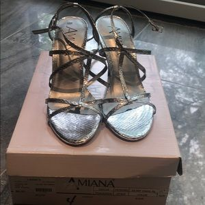 Other - Brand new Amiana  silver snake shoe